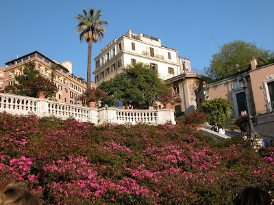 trinité des monts en fleurs, rome, italie, rome en images