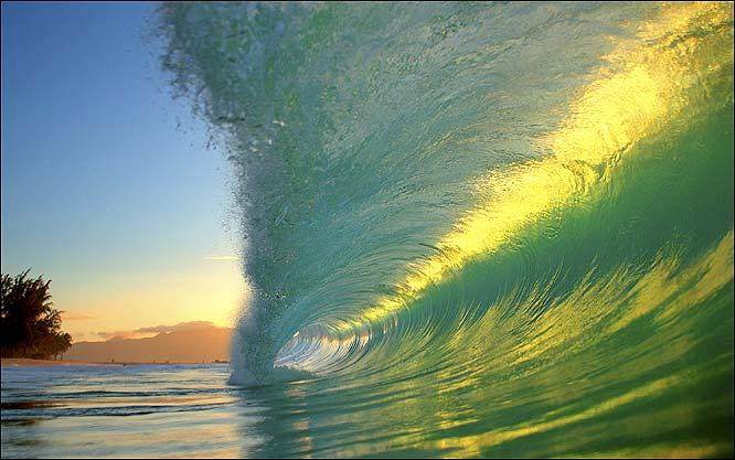 Havaiano tira fotos do interior de ondas