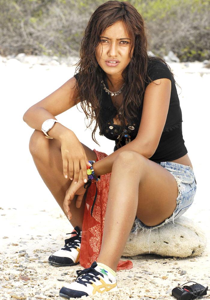 chirutha heroine neha sharma hot in mini s   Telugu Cinema ...