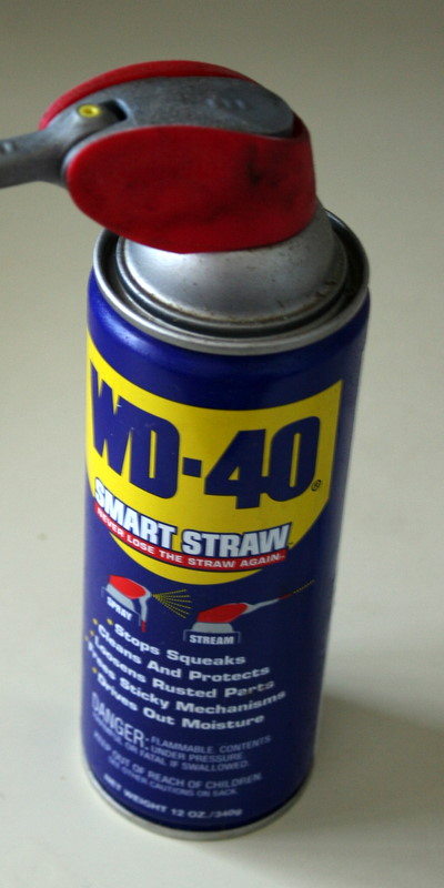 Tip of The Day - Removing labels or glue with WD-40 - Tutorial Geek