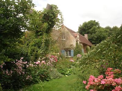Thursday 39 s child jardin de la petite rochelle of muses and meringues - Petit banc de jardin la rochelle ...