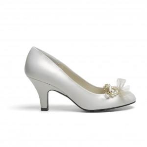 93b962fe7 As propostas da nova colecção de sapatos de noiva de inverno da Lodi  assentam em desenhos originais, chamativos e muito cómodos.
