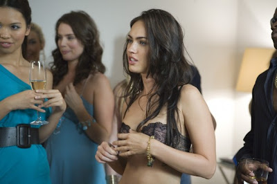 Megan Fox Medio Desnuda En Fathom Cine Con Mc Fly