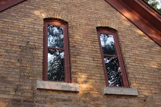 Detail of arched windows on the Cummings house in Eden Prairie, MN