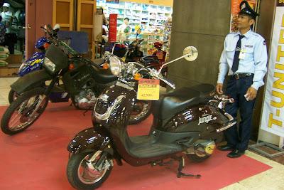 mon bangkok acheter une moto en thailande. Black Bedroom Furniture Sets. Home Design Ideas