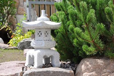 Squarciomomo la mia nuova lanterna giapponese for Lanterne giardino zen