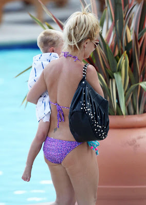 Britney Spears In Purple Bikini picture