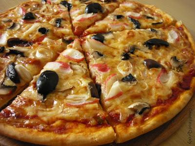 Pizza cu surimi și ciuperci