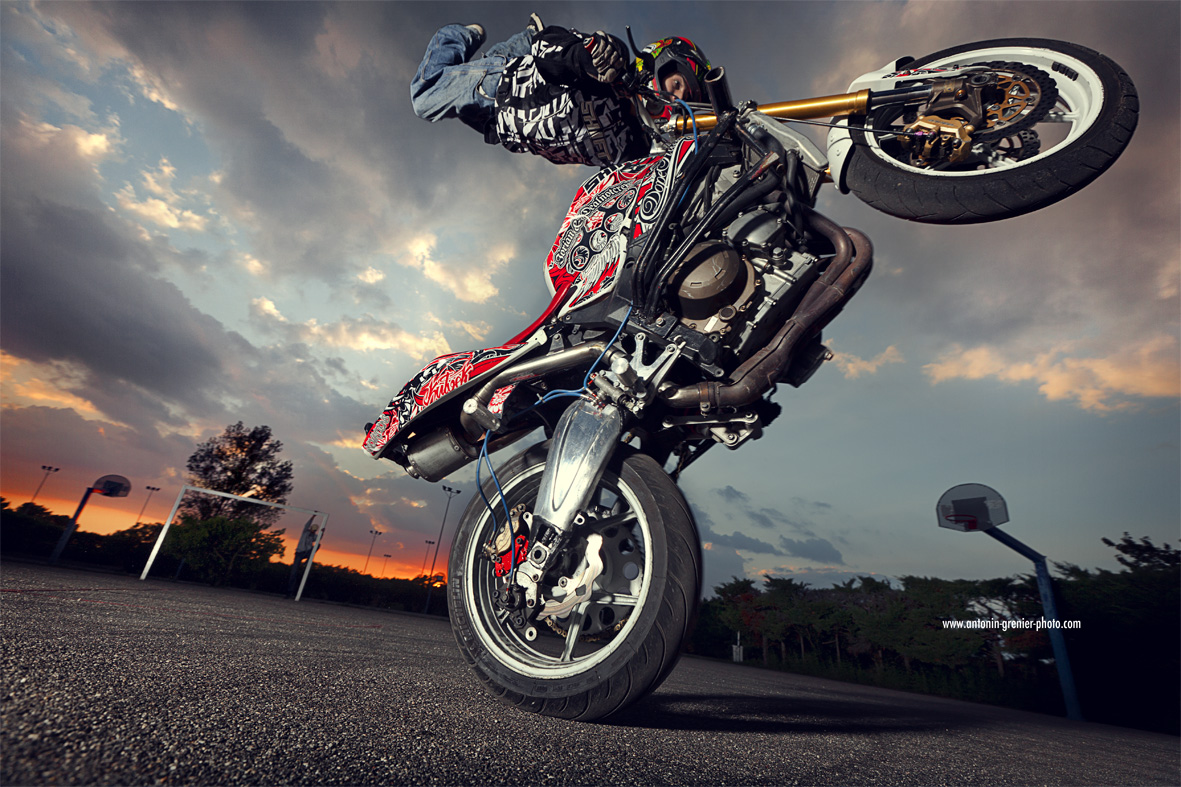 3d Wallpaper Motorcycle Wheelies Extreme Wheeling