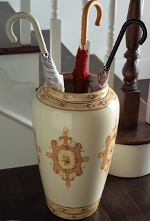 umbrella stand with medallion design