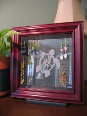 earring holder with sea turtle design