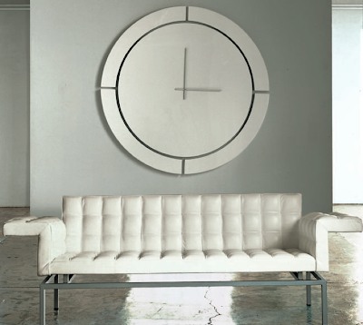 huge wall clock, round