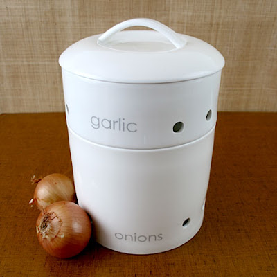 stacking garlic and onions canister