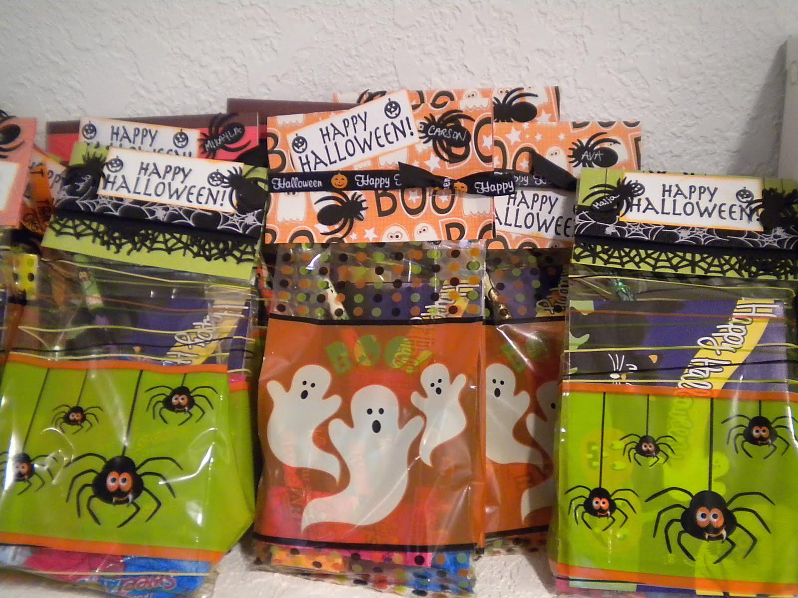 Creative Cricut Designs   More....  Halloween Treat Bags 821316cc52c2