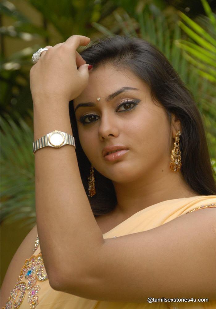 Bollywood Bikini Actress XXX: SEX BOMB NAMEETHA IN SAREE