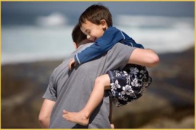 Resultado de imagem para correndo com o filho no colo