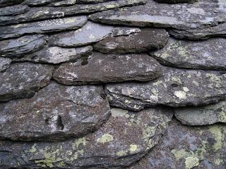 Resultado de imagen de tejados antiguos de pizarra asturias