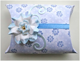Decorated Pillow Box – Crafters Companion