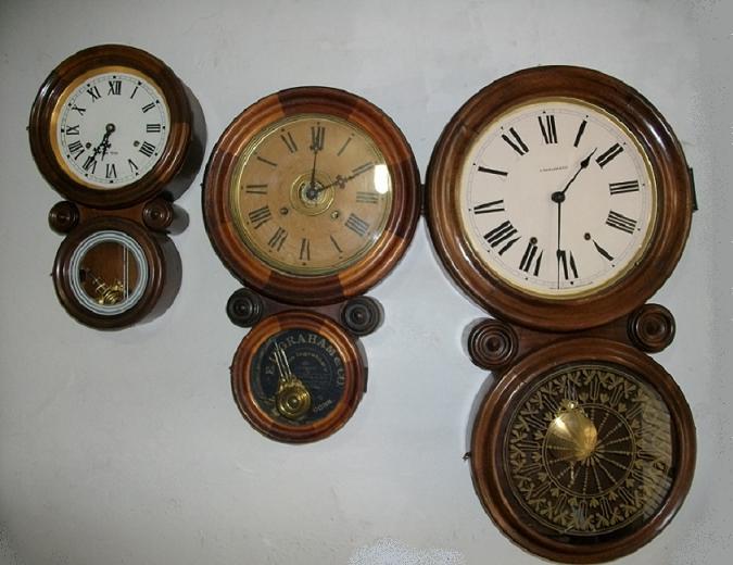 e4b03858e73 Por uma grande coincidência recebi para conserto 3 Relógios de parede  modelo OITO de tamanhos diferentes. Marcas e medidas respectivas