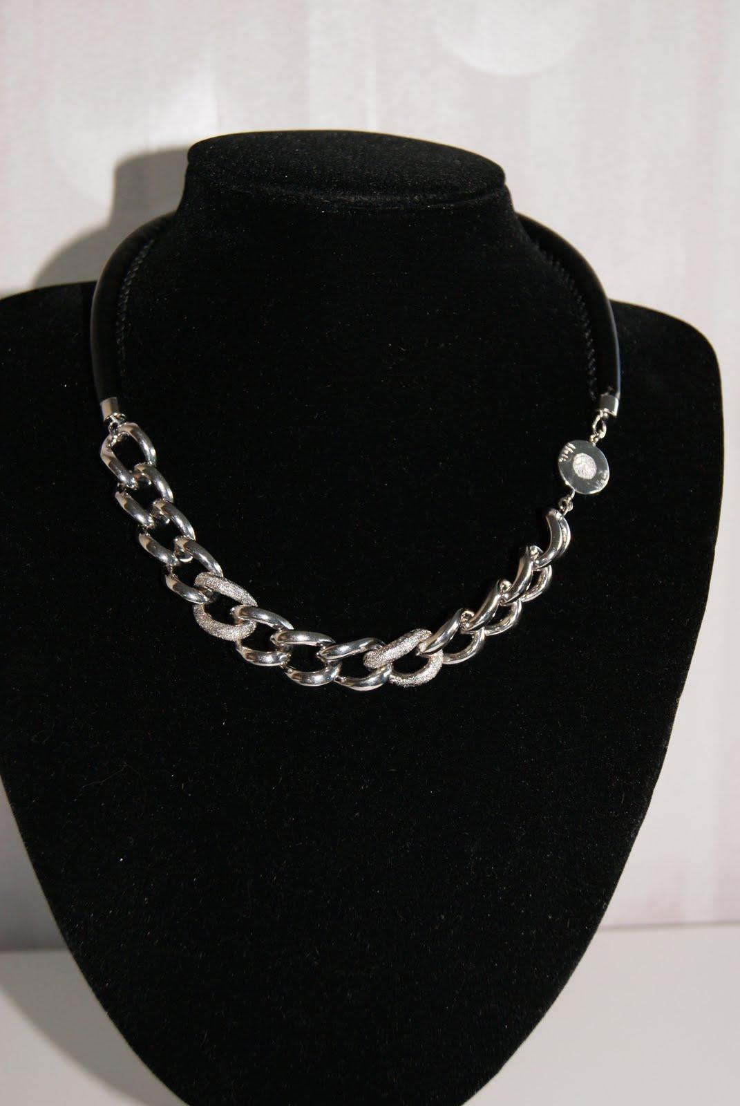 Till sist skall jag visa några av de nya Miss Dee smycken som kommit till  Webbshopen. Ännu har de inte hunnit bli insatta på Cadora. Men inom 8cb94756522c8