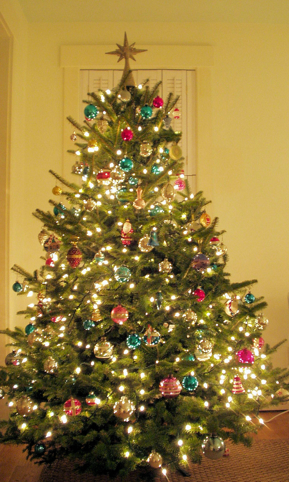 BOXWOOD TERRACE: Before and After: The Christmas Tree