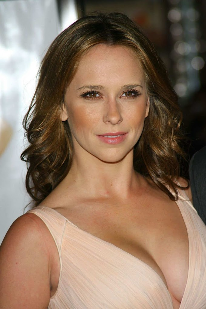 Jennifer Love Hewitt (1979): American actress