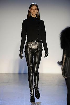 https://3.bp.blogspot.com/_uB-BSH_BgAs/SZ3EzT4GOGI/AAAAAAAAEZs/f3tw81J17cE/s400/PHI+fall+2009+Show+Women+management+New+York+Blog+stylist+Marie+Ameli+Sauve+Kasia+Struss.jpg