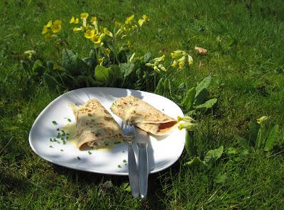 Pfannkuchen mit Spargeln, Schinken und einer schnellen Sauce Hollandaise