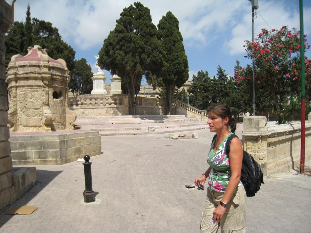 Verschwitzte Touristin in Malta