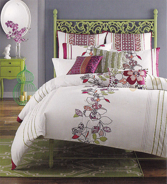 Bedroom Shabby Chic Wallpaper: InkandIvy: Shabby Chic Bedroom Set