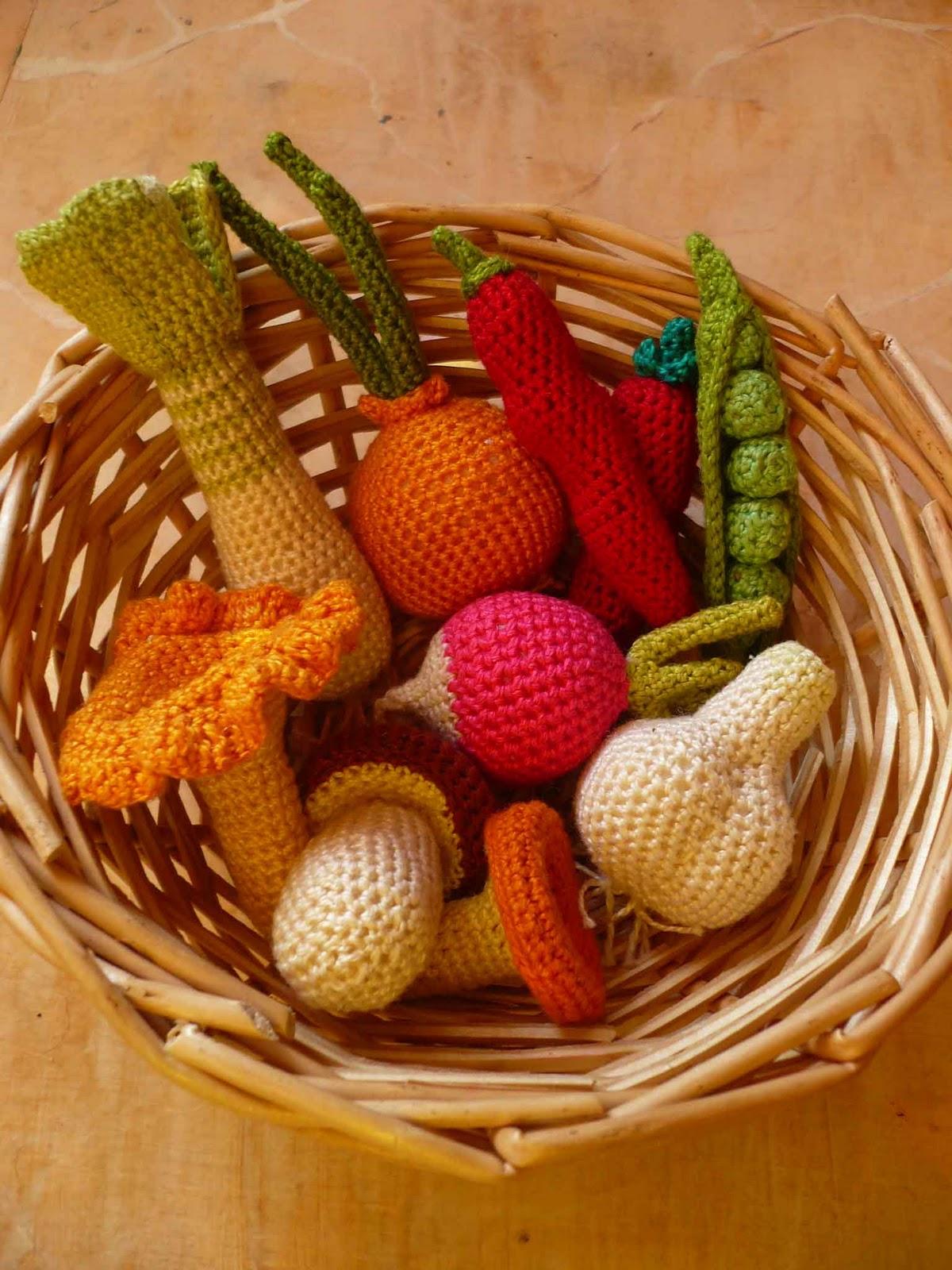 изнутри: Вязаные фрукты, овощи, грибы.