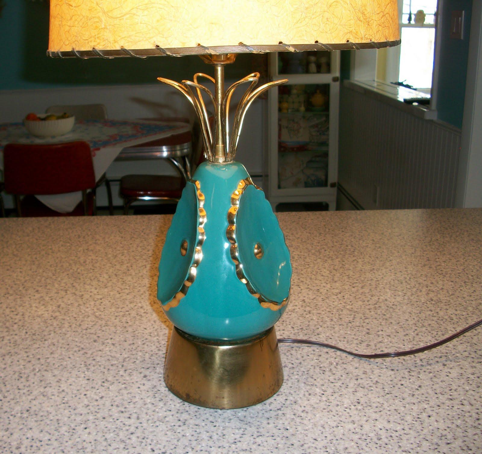Kitschy Vintage: Retro Ceramic 'Pineapple' Lamp