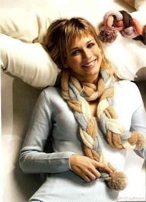 Думаю, этот шарф понравится всем, кто любит вязать на спицах косы...