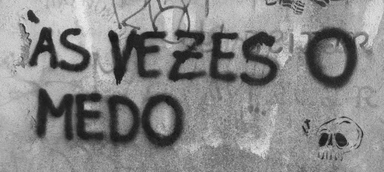 Não Sou De Demonstrar Sentimentos Mas Sou Cheia Deles Eu: Maryhá De Podestà's Blog: Sentir Ou Não Sentir? Eis A Questão