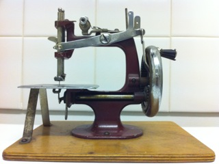 Learning to sew- How to buy a sewing machine   The Thrifty ...