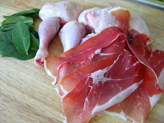 Hähnchenkeulen mit Salbei und Serrano-Schinken in Weißwein | Arthurs Tochter kocht. von Astrid Paul