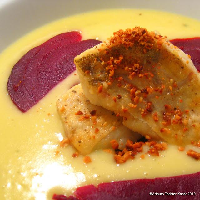 Kartoffel-Wasabi-Suppe mit Roter Bete und Zander | Arthurs Tochter kocht. von Astrid Paul. Der Blog für food, wine, travel & love