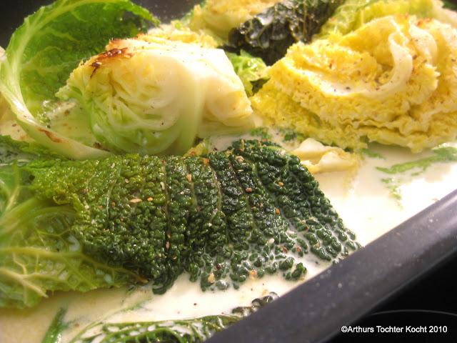 Wirsing mit Käse überbacken oder auch: Schrumpfkopf. Mach wenig aus viel! | Arthurs Tochter kocht. von Astrid Paul. Der Blog für food, wine, travel & love