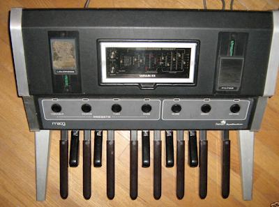 waveformless moog taurus 1 synth bass pedal on ebay. Black Bedroom Furniture Sets. Home Design Ideas