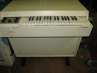 Waveformless: Rare Mellotron M400 on Ebay