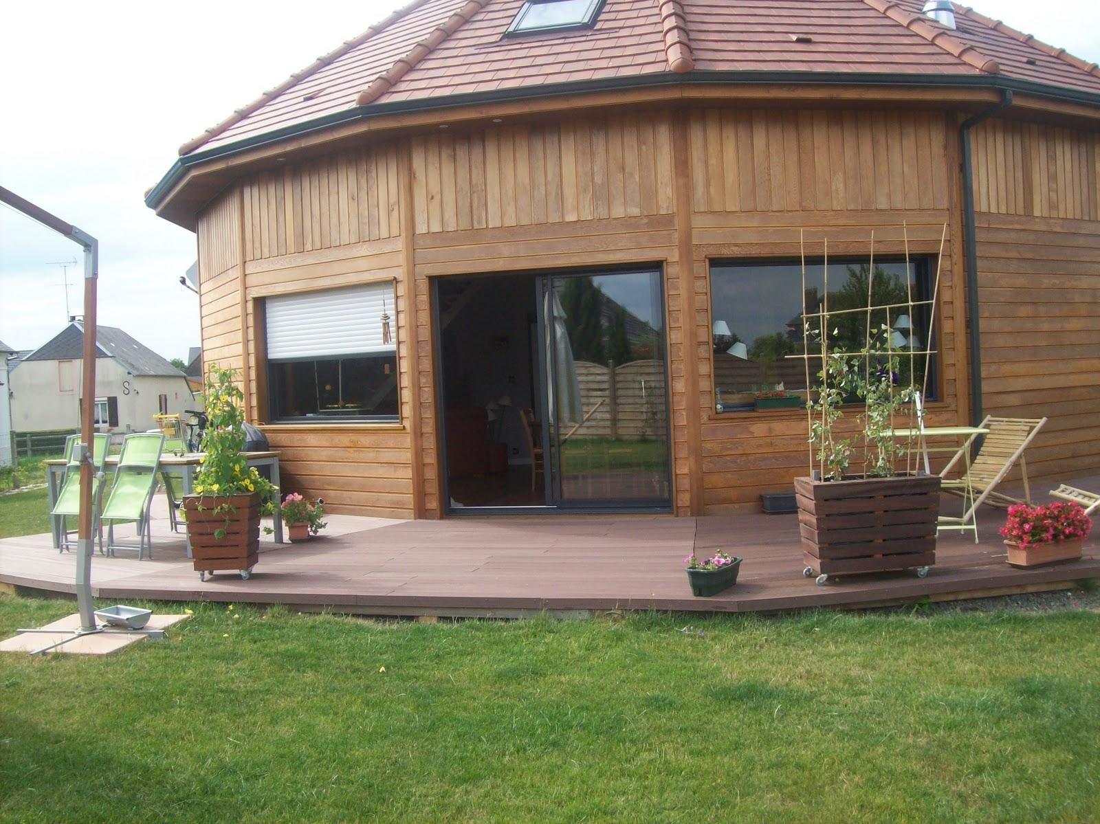maison bois de cedre obtenez des id es de design int ressantes en utilisant du. Black Bedroom Furniture Sets. Home Design Ideas