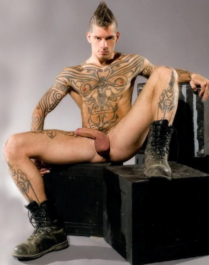 Tattooed alternative punks public flashing and outdoor exhib 8