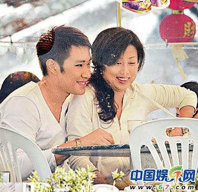 """時事娛樂資訊站: [香港娛樂] """"香港先生""""黃長發戀上富商三姨太 當街熱吻(視頻)"""