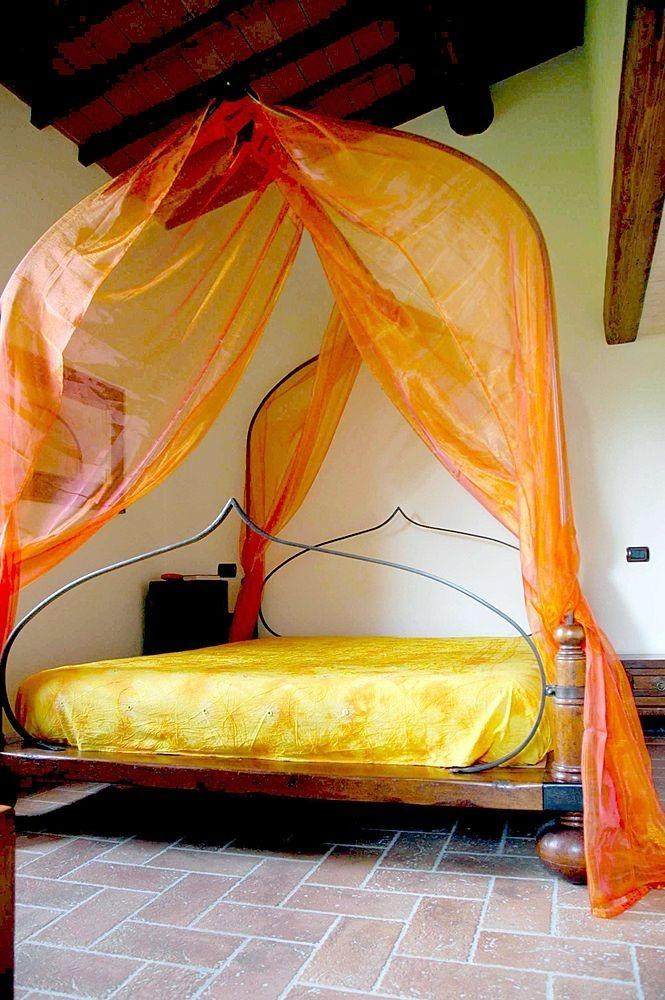 Decoracion dise o 5 estupendas camas matrimoniales con dosel for Una cama matrimonial