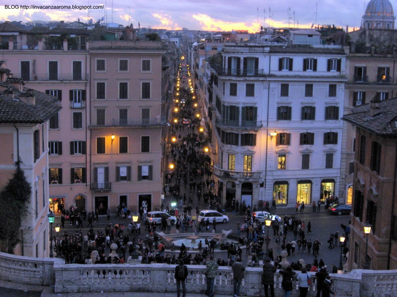 114b2b192d5 In vacanza a Roma: Piazza di Spagna - La Barcaccia
