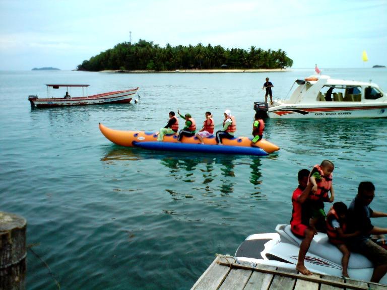 Hiaaak !! main banana boat !! seruuu  D 93422ccfa4