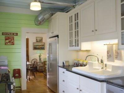 Coastal cottage style kitchen simple home decoration for Key west style kitchen designs