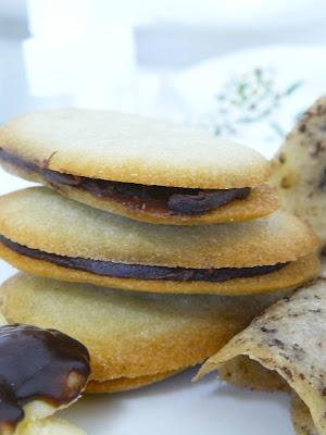 receta de las clásicas lenguas de gato, rellenas de ganache de chocolate 2