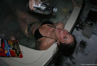 jessica alba naked hot tub