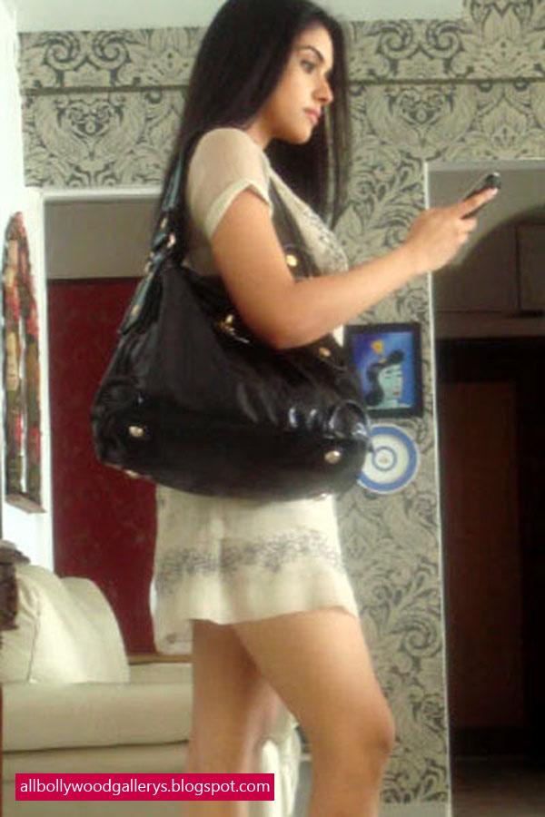 Ramya Nambeesan Cute Wallpapers All Bollywood Gallerys South Indian Actress Asin Mini Thighs